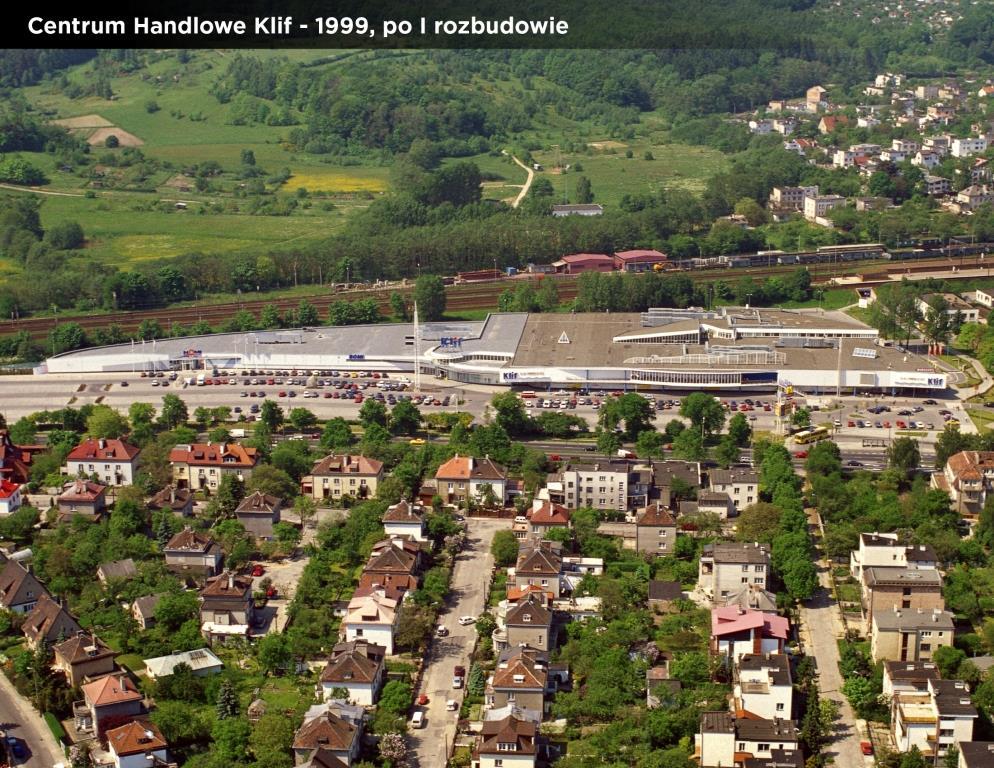 6-centrum-handlowe-klif-1999-po-i-rozbudowie